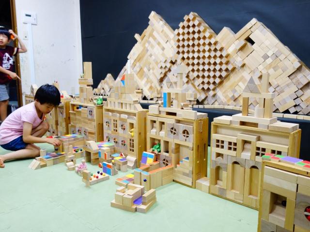 5, 000個の積み木と木のおもちゃで遊ぼう!